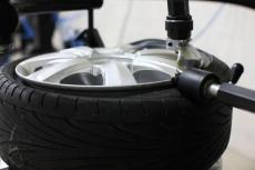 Стоит ли заменять воздух в шинах азотом?